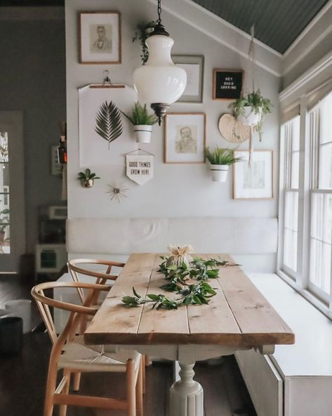 7 Breakfast Nook Ideas that Don't Break the Bank - Decor. Breakfast Nook Decor, Kitchen With Breakfast Nook, Small Breakfast Table, Breakfast Nook With Storage, Corner Breakfast Nooks, Breakfast Nook Furniture, Cozy Place, Dining Room Design, Dinning Room Ideas