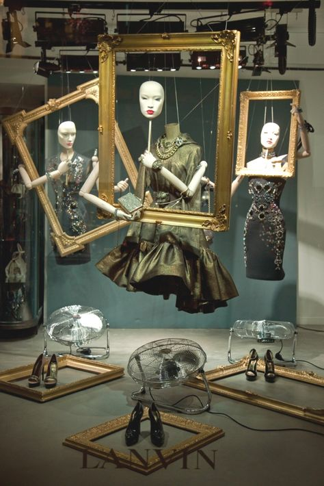 Visual merchandising with frames! This image very well depicts the art that comes along with visual merchandising. From the masks to the fans, the designer of this thought of a very unique way to display the garments Fashion Window Display, Fashion Displays, Store Window Displays, Retail Displays, Shop Displays, Display Windows, Design Set, Window Display Design, Store Design