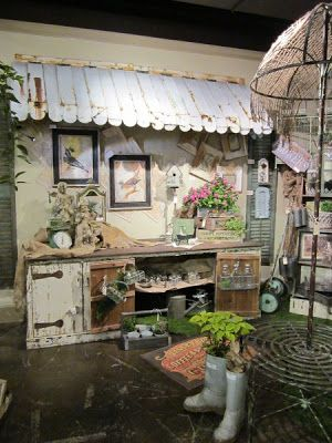 I like this galvanized awning, would look cool in a rustic home over the coffee station Vintage Store Displays, Flea Market Displays, Antique Booth Displays, Antique Booth Ideas, Flea Market Booth, Craft Booth Displays, Antique Mall Booth, Display Ideas, Vintage Display