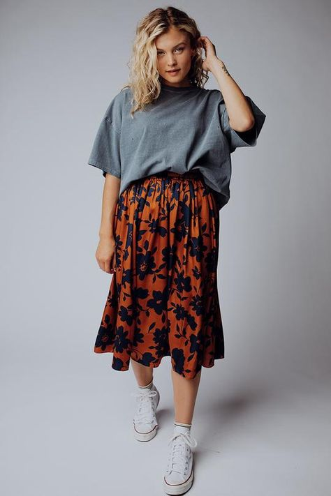 Skirt Outfits, Dress Skirt, Fall Outfits, Fashion Outfits, Flannel Outfits, Clad And Cloth, Flattering Outfits, White Boho Dress, Baggy Clothes