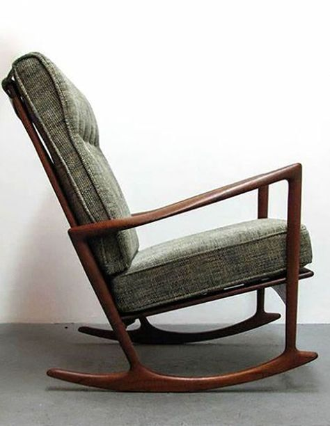 Rocking Chairs Are Really Comfortable To Use When You Are Tired After A Day Of Activities Rocking Chairs Are The Id Rocking Chair Chair Folding Rocking Chair