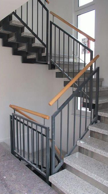 Treppengelander Schwarz Metall Treppenbau In Bonnigheim Treppe Treppenbau Gelander Treppe