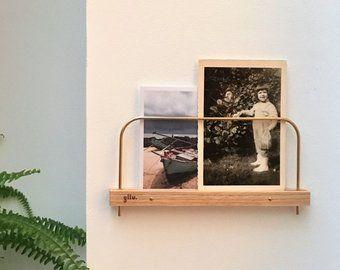 Etagere A Photos Et Polaroids En Bois Et Laiton Fait Main En Normandie Etagere Support Mural Photos