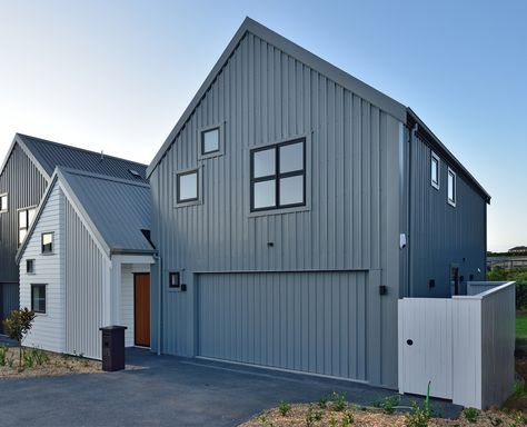 A Modern And Artistic Exterior This Stunning Townhouse Features A Combination Of Vertical Corrugated Iron Cladding White Horizontal Cladding House Show Home