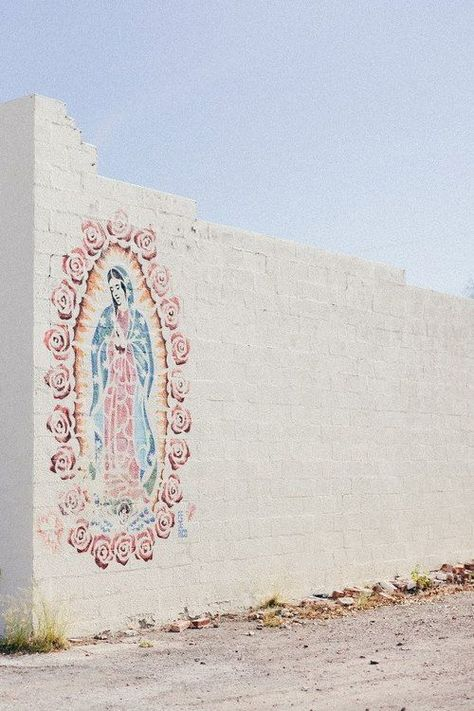 Mary Mural - Our Lady of Guadalupe Shabby Vintage, Brainstorm, Street Art Love, Hail Mary, Wow Art, Blessed Mother, Mother Mary, Religious Art, Religious Icons