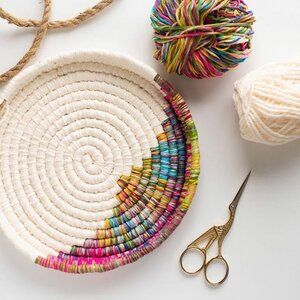 Specializing in weaving, spinning, and graphics arts. Rope Crafts, Yarn Crafts, Fabric Crafts, Raffia Crafts, Rope Basket, Basket Weaving, Crochet Basket Pattern, Crochet Baskets, Pine Needle Baskets