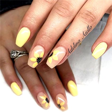 Do you need inspiration to design your nails for your short nails? Dont worry, we have you covered. Elegant and fun nail designs are not only for long nails, we guarantee it!   #nailsartdesigns #nailsdesigns #nails