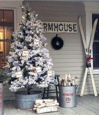 Stunning Farmhouse Porch Decor Ideas Frugal Living Diy Christmas Decorations Easy Easy Christmas Diy Outdoor Christmas Decorations