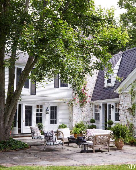 Nancy Hoguet House on Long Island's North Shore Photos Porches, Back Patio, Backyard Patio, Patio Design, Exterior Design, Outdoor Rooms, Outdoor Living, Long Island House, White Houses