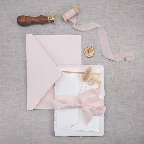 Dasfraeuleinhanse Posted To Instagram Ich Kann Es Kaum Erwarten Dieses Wunderschone Handgeschopfte Papier Mit Leben Zu Fullen In 2020 Seidenband Kreativ Brautpaar