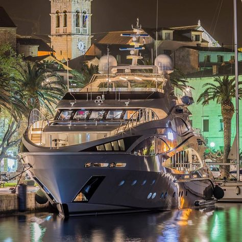 Photo by can find Yacht design and more on our website. Photo by Yacht Design, Boat Design, Super Yachts, Speed Boats, Power Boats, Yachting Club, Bateau Yacht, Ski Nautique, Yacht Vacations