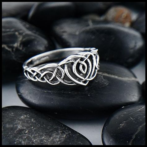 Galoglach Ring with Gemstones in Silver