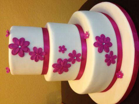 Hermosa torta de quince años. Blanco y rosado