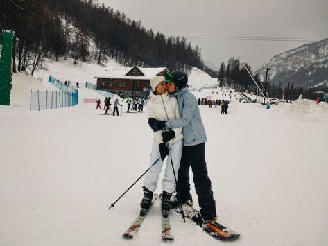 We've got some amazing photos: Check them now! Ski And Snowboard, Snowboarding, Ski Season, Ski Holidays, Cute Couples Goals, Couple Goals, Cross Country Skiing, Snow Skiing, Winter Pictures