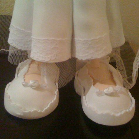 Fofucha novia detalle zapatos/Bride fofucha doll - detail of shoes