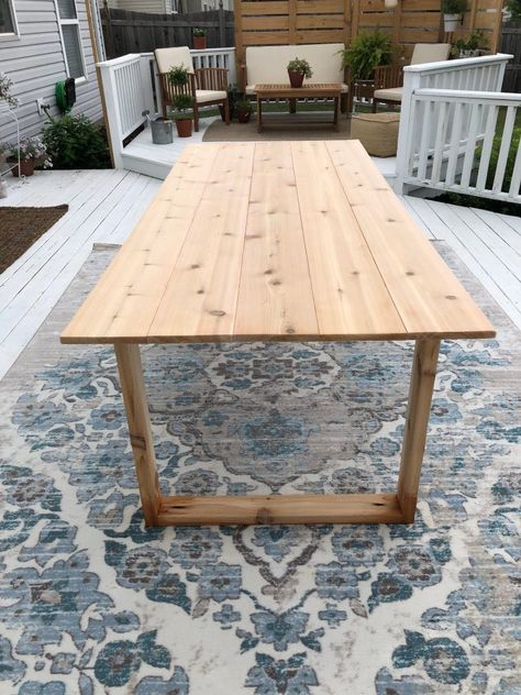 DIY Outdoor Dining Table Easy Bench Plans – Thousands of Pallet furniture ideas & DIY Pallet projects! How to Recover Outdoor Furniture Cu Diy Outdoor Table, Diy Dining Table, Diy Outdoor Furniture, Patio Dining, Patio Table, Diy Patio, Backyard Patio, Outdoor Decor, Patio Stone