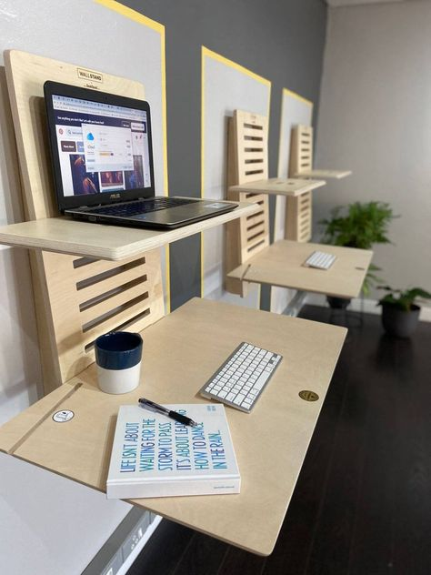Standing Desk Diy Adjustable, Diy Standing Desk, Adjustable Shelving, Bureau Design, Diy Bureau, Wall Mounted Desk, Wall Desk, Sit Stand Desk, Diy Desk