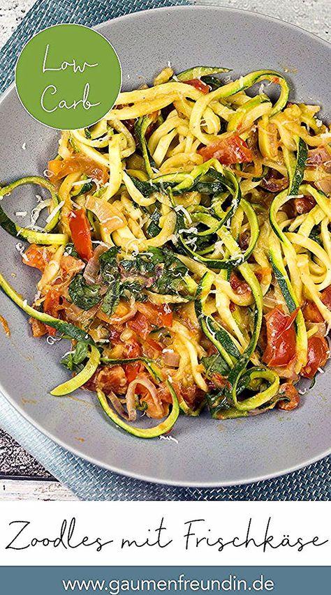 Schnelle Low Carb Zucchininudeln mit Frischkäse und Tomaten - Gaumenfreundin Foodblog #zoodles #zucchininudeln #frischkäse #rezept #tomaten #vegetarisch #lowcarb #low #carb #gesund #ww #schnell #spiralized