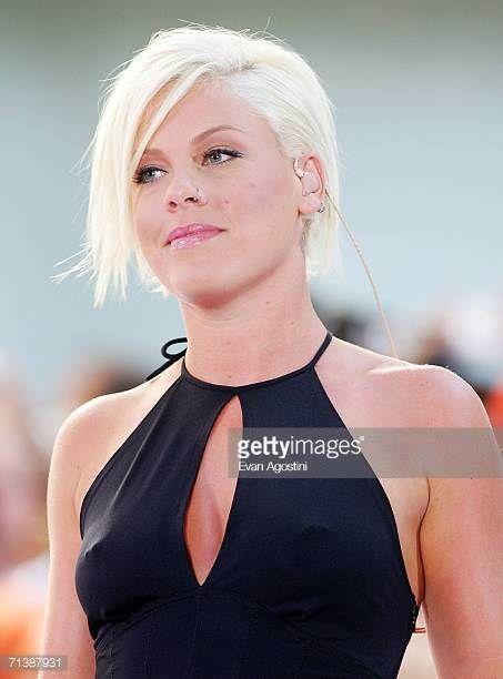 Image Result For Pink Singer Pink Singer Hairstyles Pink Singer Pink Hair