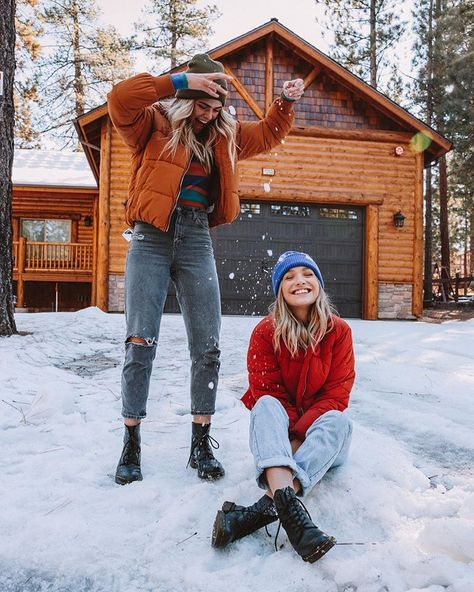 Maddie Ziegler and Sunset Summer Mckeen Snow Pictures, Bff Pictures, Winter Photography, Photography Poses, Mode Au Ski, Summer Mckeen, Best Friend Pictures, Winter Pictures, Best Friend Goals