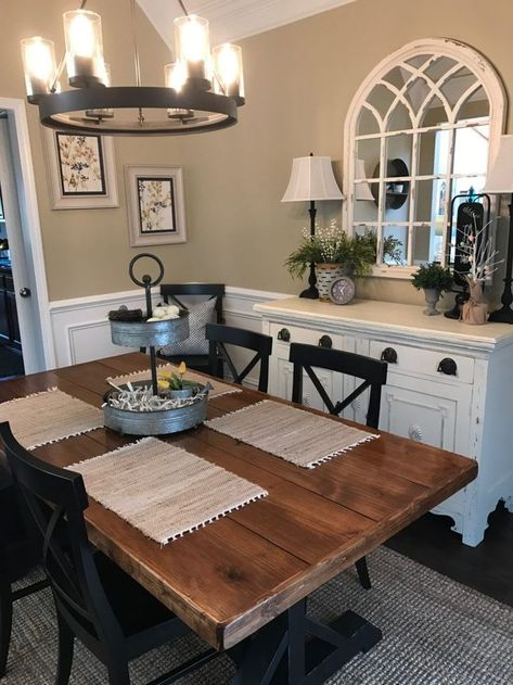 How to add the Farmhouse look to your traditional home in 5 simple steps! Want to know if you can add farmhouse touches to your traditional home? You sure can, and I'm sharing 5 easy steps to help you do just that! Country Dining Rooms, Dining Room Wall Decor, Dining Room Design, Diningroom Decor, Country Bathrooms, Country Kitchens, Decor Room, Room Decorations, Dinning Room Colors