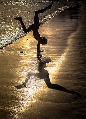 shadow...so cool! looks like 2 dancers