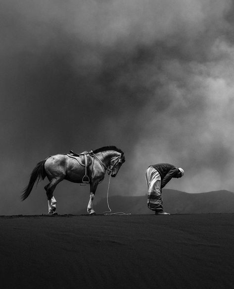 Mont Bromo East Java Indonesia Praying Powerful Images Islamic Wallpaper Photography