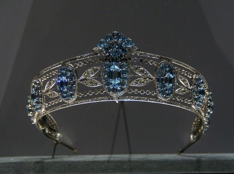 .Alt view of the Hesketh Tiara, at the Cartier exhibition 2013