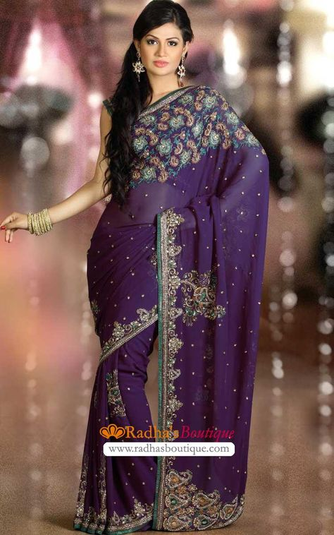 I love the embroidery on this saree! <3 WANT <3