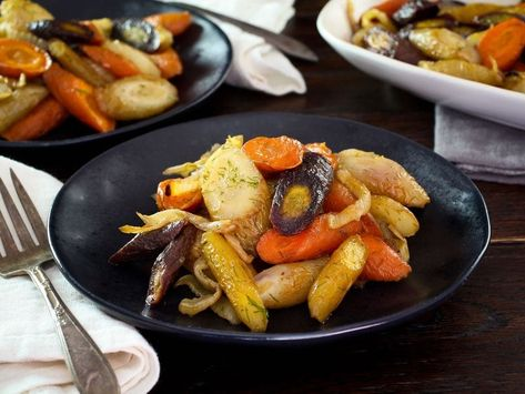 Spicy Roasted Carrots and Fennel - A simple, flavorful and colorful vegan roasted vegetabe side dish for your dinner table. #vegan #simplerecipe #sidedish #vegetarian #carrots #fennel #heirloomvegetables #colorfulfood #healthy #spicyfood #spicy #roastedvegetables #cleaneating #kosher #easyrecipe