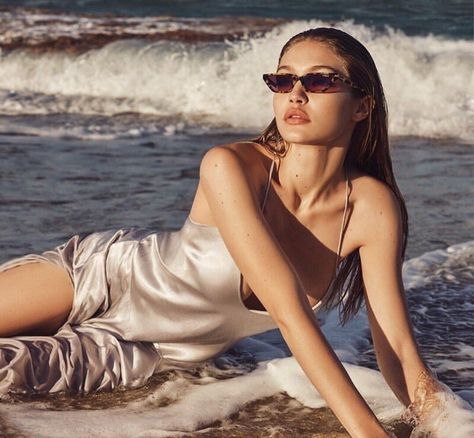 Last year, Supermodel Gigi Hadid previously linked with Vogue Eyewear on a chic glasses collaboration. For the American beauty teams up with Vogue Eyewear… Bella Hadid, Stuart Weitzman, Mirrored Sunglasses, Sunglasses Women, Sunglasses Sale, Hadid News, Fashion Magazin, Jacquemus, Provocateur