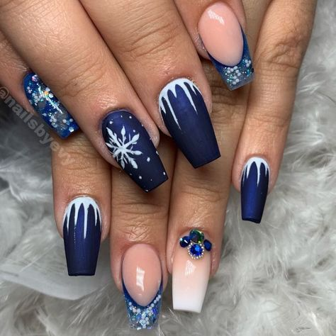 "Nail Art Therapy on Instagram: ""#winternails #winterwonderlandnails #holidayna... - #holidayna #instagram #Therapy #winternails #winterwonderlandnails"