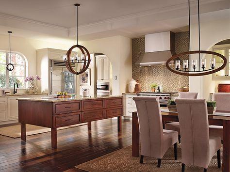 #Cuisine et #salleamanger de style #transitionnel avec #suspendusimple et #suspendu. / #Transitional #kitchen and #diningroom with #singlependant and #pendant.