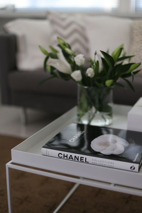 homevialaura | Hay Try Table | #lilies #chanel #cushions