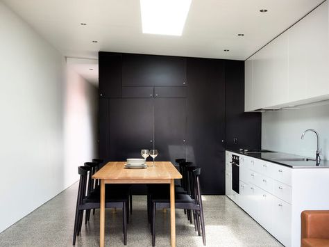 This home's minimalist kitchen demonstrates that you can create something beautiful without shelling out too much cash.