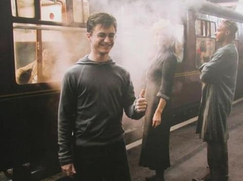 Daniel Radcliffe ~ During filming of Harry Potter and the Order of the Phoenix Harry James Potter, Daniel Radcliffe Harry Potter, Harry Potter Actors, Harry Potter Pictures, Harry Potter Books, Harry Potter Fandom, Harry Potter World, Hogwarts, Ron Weasly