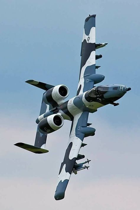 A 10 Warthog couleur neige mer Us Military Aircraft, Military Jets, Military Weapons, Air Fighter, Fighter Jets, Photo Avion, Aircraft Design, Military Equipment, Jet Plane