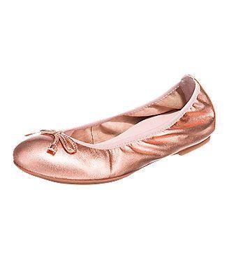 Modisch und gemütlich lautet die Devise dieses Mal! Der bequeme Acor Ballerina der Marke Unisa besteht aus weichem Glattleder, das am Einstieg einen leichten Gummizug enthält.