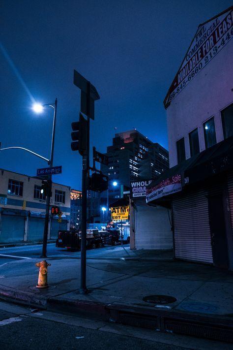 يونغي يهرب من مساحته الفارغة والتي لا يشعر بلآمان بها حيث يرى ويسم قصصعامة قصص عامة Amreadin Blue Aesthetic Dark Blue Aesthetic Pastel Urban Landscape
