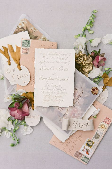 Featuring all of spring's most beautiful blooms, NYC meets spring garden in the most beautiful of ways. This inspiration shoot is proof that rain doesn't have to ruin the day. Get inspired by @graciebyrdjones' lovely full gallery on SMP.com! 🌦   Photography: @graciebyrdjones #stylemepretty #weddinginvitation #weddingstationery #invitationsuite #newyorkwedding #citywedding