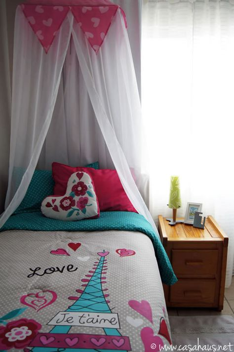 French inspired tween girl's bedroom in aqua and pink / Casa Haus