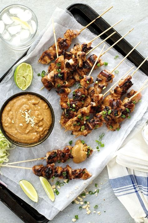 Satay Chicken with Peanut Sauce (Indonesian / Bali version) - the easiest of all South East Asian satays, a handful of ingredients you can get from the supermarket. food and drink Asian Recipes, Healthy Recipes, Ethnic Recipes, Mexican Food Recipes, Delicious Recipes, Diet Recipes, Asia Food, Fingers Food, Indonesian Cuisine