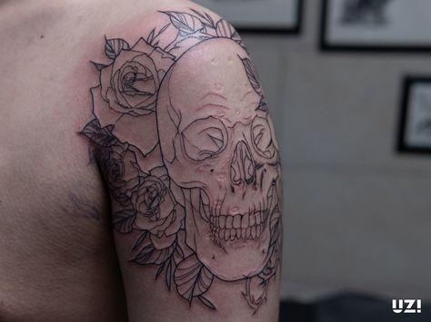 진행중인 작업.. ⠀⠀ 직접 제작한 도안입니다. ⠀⠀ 1인 1도안을 원칙으로 작업합니다. 시술상담은 상단 프로필의 오픈카톡이나 Kakao ID : uzitattoo로 연락주세요 . DM은 받지 않습니다🙅♂️ ⠀⠀ ⠀⠀ ⠀⠀ ⠀⠀ #tattoo #tattoos #inked #blackart #blackwork #블랙타투 #타투 #타투도안 #인천타투 #부천타투 #구월동타투 #부평타투 #주안타투 #라인타투 #드로잉 #패션타투 #라인워크 #블랙워크 #감성타투 #남자타투 #여자타투 #꽃타투 #꽃다발타투 #장미타투 #장미꽃타투 #해골 #해골타투
