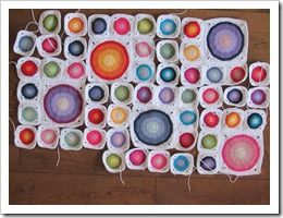 Big and small circles in squares afghan - tutorial with photos