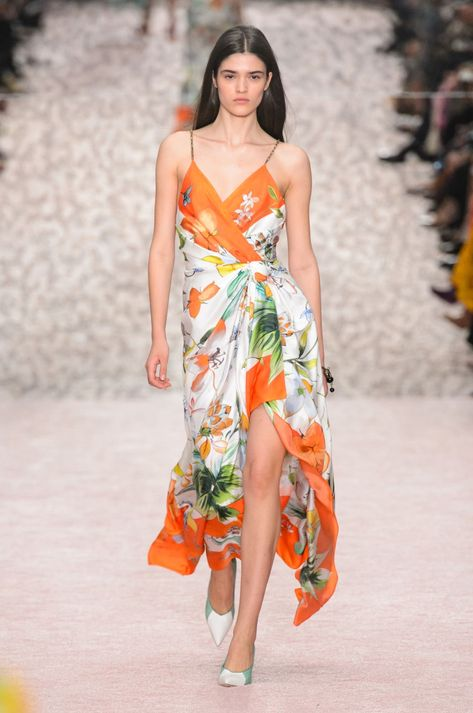 Wes Gordon Puts Together a Colorful Explosion for His Runway Debut at Carolina Herrera - Fashionista