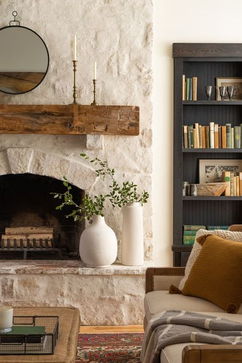 Hottest No Cost Fireplace Decor joanna gaines Suggestions Fireplace decorating is why is the fireplace among the home's most important showcases. Home Fireplace, Fireplace Remodel, Fireplace Design, Fireplace Ideas, Stucco Fireplace, Fireplace Decorations, Modern Fireplace, Fireplaces, Casa Magnolia