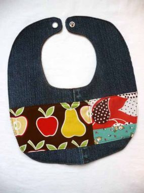 Here's a great way to recycle your old denim-make a bib! Tutorial by Linda Permann, template included. #tutorial