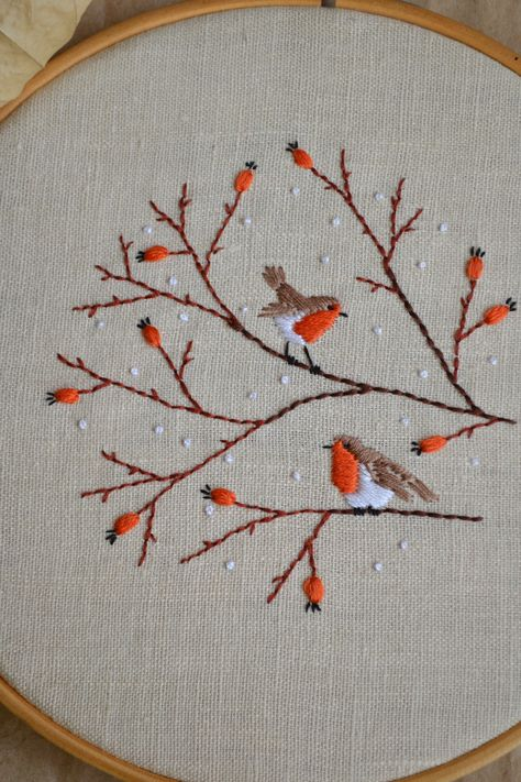Christmas Embroidery Patterns, Bird Embroidery, Creative Embroidery, Hand Embroidery Stitches, Hand Embroidery Designs, Embroidery Techniques, Hand Embroidery Projects, Cross Stitch Embroidery, Modern Embroidery