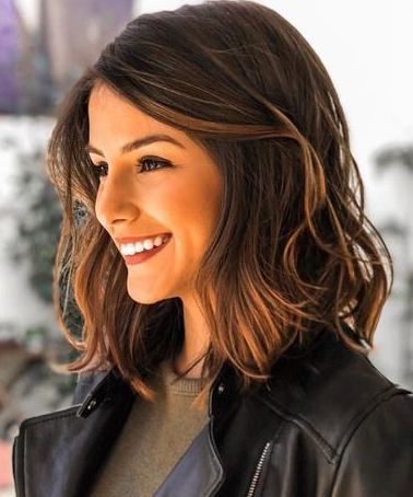 Cute Short Haircut On Dark Brown Wavy Hair Medium Length Hair Styles Short Wavy Hair Thick Hair Styles