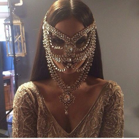 mask and dress Face Jewellery, Body Jewelry, Head Jewelry, Middle Eastern Fashion, Headdress, Chain Headpiece, Gossip Girl, Bikini, Elegant